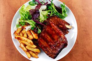 Fotos Die zweite Gerichten Fleischwaren Pommes frites Gemüse Teller Lebensmittel