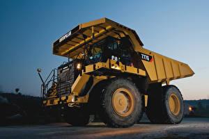 Photo Trucks Yellow 2012-17 Caterpillar 777G Cars