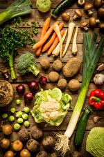 Desktop hintergrundbilder Gemüse Mohrrübe Kartoffel Zwiebel Pilze Kohl Bretter Lebensmittel