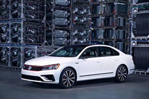 Fotos Volkswagen Weiß 2018 Passat GT Autos