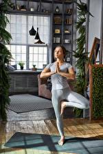 Bilder Joga Trainieren Hand Mädchens Sport
