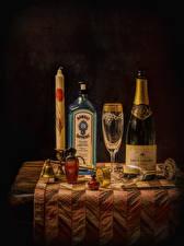 Fotos Alkoholische Getränke Schaumwein Kerzen Tisch Flasche Weinglas