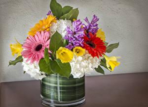 Hintergrundbilder Sträuße Hyazinthen Gerbera Hortensien Narzissen Blüte