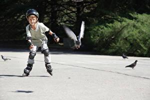 Fotos Junge Helm Rollschuh Kinder
