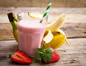 Hintergrundbilder Cocktail Erdbeeren Bananen Bretter Trinkglas Lebensmittel