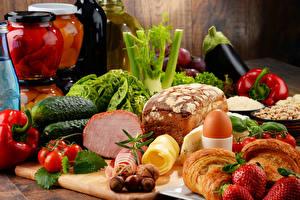Bilder Croissant Gemüse Obst Brot Schinken Gurke Schalenobst Tomate Erdbeeren Ei Einweckglas Lebensmittel