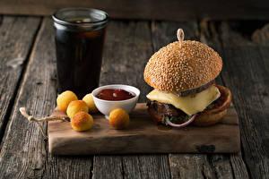Fotos Fast food Hamburger Backware Bretter Schneidebrett Trinkglas Ketchup Lebensmittel