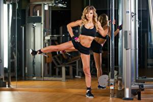 Fotos Fitness Uniform Bauch Trainieren junge frau Sport