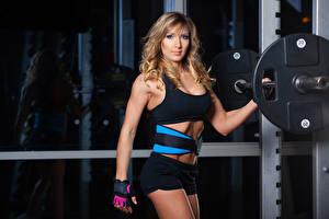 Bilder Fitness Blondine Blick Hantelstange Mädchens Sport