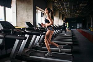 Fotos Fitness Braune Haare Körperliche Aktivität Laufsport Mädchens Sport