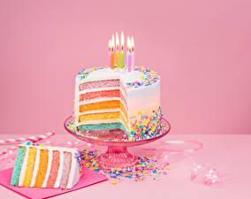 Hintergrundbilder Feiertage Süßware Torte Kerzen Bonbon Farbigen hintergrund Stück Lebensmittel