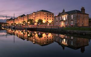Tapety na pulpit Szkocja Domy Rzeki Przystań Noc Latarnia uliczna Odbicie Glasgow Miasta