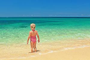 Hintergrundbilder Meer Kleine Mädchen Strand Hinten Badebekleidung Kinder