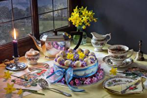 Hintergrundbilder Stillleben Wasserkessel Getränke Kerzen Torte Narzissen Tasse Design Teller Lebensmittel