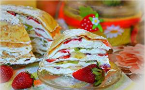 Bilder Erdbeeren Torte Stück Lebensmittel