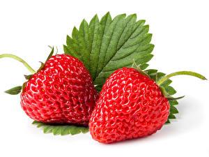 Fotos Erdbeeren Großansicht Weißer hintergrund Zwei Lebensmittel