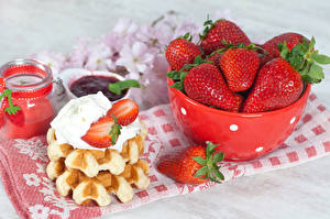 Pictures Strawberry Pastry Fruit preserves Cream Food