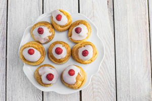 Picture Sweets Little cakes Raspberry Wood planks Plate Food