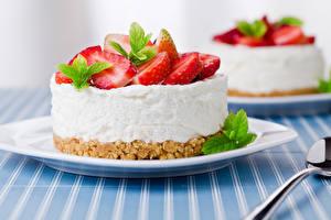 Fotos Süßigkeiten Törtchen Erdbeeren Teller Lebensmittel