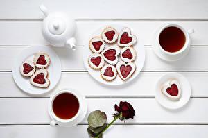 Bilder Tischtermine Flötenkessel Tee Kekse Rosen Bretter Tasse Herz Teller Lebensmittel