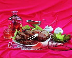 Fotos Wein Fleischwaren Gurke Flasche Trinkglas Teller Geschnitten Lebensmittel