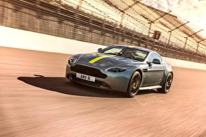 Fotos Aston Martin Graues Fahrendes 2017 Vantage AMR auto