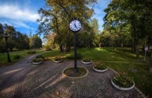 Hintergrundbilder Belarus Park Uhr Rasen Bäume Loshitski park Minsk Natur