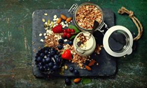 Hintergrundbilder Heidelbeeren Milch Müsli Schalenobst Erdbeeren Himbeeren Frühstück Getreide Lebensmittel