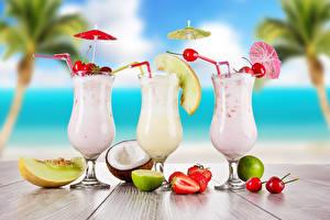Hintergrundbilder Cocktail Obst Kirsche Erdbeeren Limette Melone Weinglas Drei 3 Regenschirm