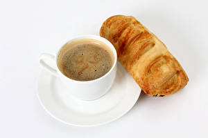 Hintergrundbilder Kaffee Backware Brötchen Weißer hintergrund Tasse Lebensmittel
