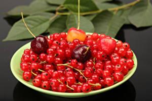 Hintergrundbilder Johannisbeeren Kirsche Teller Lebensmittel