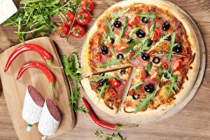 Bilder Fast food Pizza Wurst Paprika Tomaten Schneidebrett das Essen