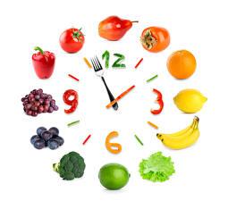 Hintergrundbilder Obst Gemüse Uhr Kreativ Tomate Limette Weintraube Peperone Zitrone Bananen Apfelsine Birnen Pflaume Kaki Zifferblatt Weißer hintergrund Essgabel Lebensmittel