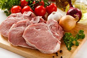 Fondos de escritorio Productos càrnicos Verdura Cebolla Ajo Tomate Carne de cerdo Tabla de cortar Alimentos