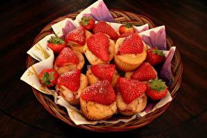 Bilder Backware Erdbeeren Muffin Weidenkorb