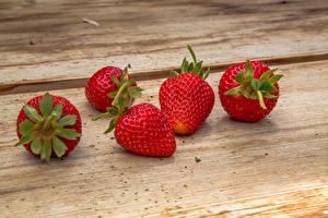 Hintergrundbilder Erdbeeren Nahaufnahme Bretter Lebensmittel
