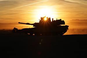 Photo Tanks M1 Abrams Silhouette Rays of light M1A2