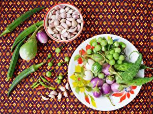 Hintergrundbilder Gemüse Aubergine Knoblauch Peperone Teller