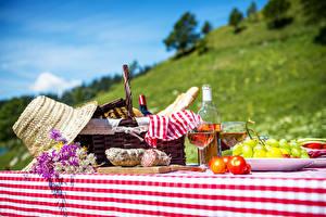 Hintergrundbilder Wein Weintraube Wurst Picknick Weidenkorb Der Hut Flasche Weinglas Lebensmittel