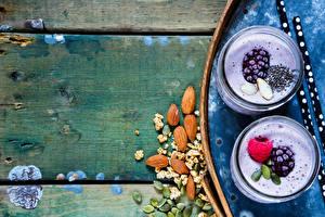 Hintergrundbilder Joghurt Schalenobst Brombeeren Himbeeren Bretter Trinkglas Zwei Lebensmittel