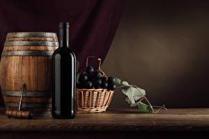 Fotos Fass Wein Weintraube Flaschen Weidenkorb Lebensmittel