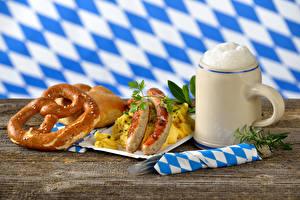 Bilder Bier Backware Frankfurter Würstel Becher Schaum