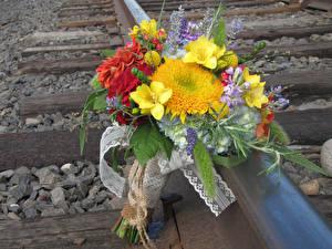 Fotos Sträuße Freesie Levkojen Hortensien Blumen