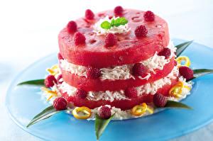 Bilder Törtchen Wassermelonen Himbeeren Teller Design Lebensmittel