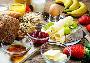 Fotos Käse Erdbeeren Konfitüre Brot Frühstück Eier Öle Lebensmittel