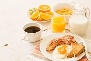 Fotos Kaffee Saft Milch Brot Schinkenspeck Frühstück Spiegelei Tasse
