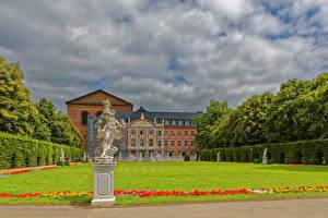 Bureaubladachtergronden Duitsland Gebouwen Beeldhouwkunst Paleis Gazon Trier Steden
