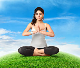 Bilder Lotossitz Braune Haare Yoga Sitzen Hand Körperliche Aktivität Mädchens