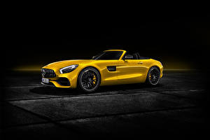 Hintergrundbilder Mercedes-Benz Gelb Cabrio 2018 AMG GT S Roadster Worldwide Autos