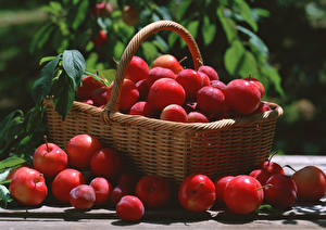 Pictures Plums Wicker basket